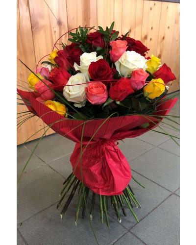 Kytica z farebných ruží